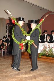 Tanz des derzeitigem mit dem künftigen Festgeber