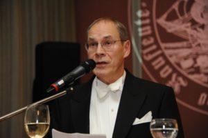 Bruder Reinhard Dunker stellt den Festgebenden Bruder Heinz-Dieter Pohl vor
